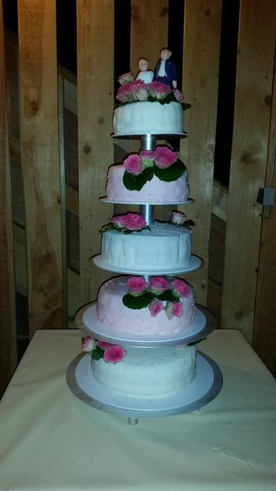 """Diese schöne Torte hat Yvonne gemacht. Vielen Dank für das Bild.  """"Alles für Blumen"""" findet ihr bei uns im Shop:  http://www.tolletorten.com/Alles-fuer-Blumen:::520.html"""