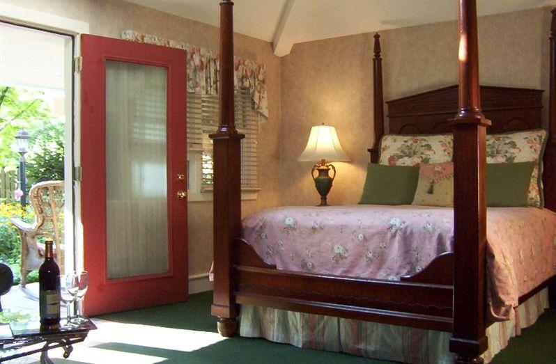 Hidden Garden Cottages Suites In Saugatuck Michigan B B Rental Cottage Garden Bed And Breakfast Inn Saugatuck