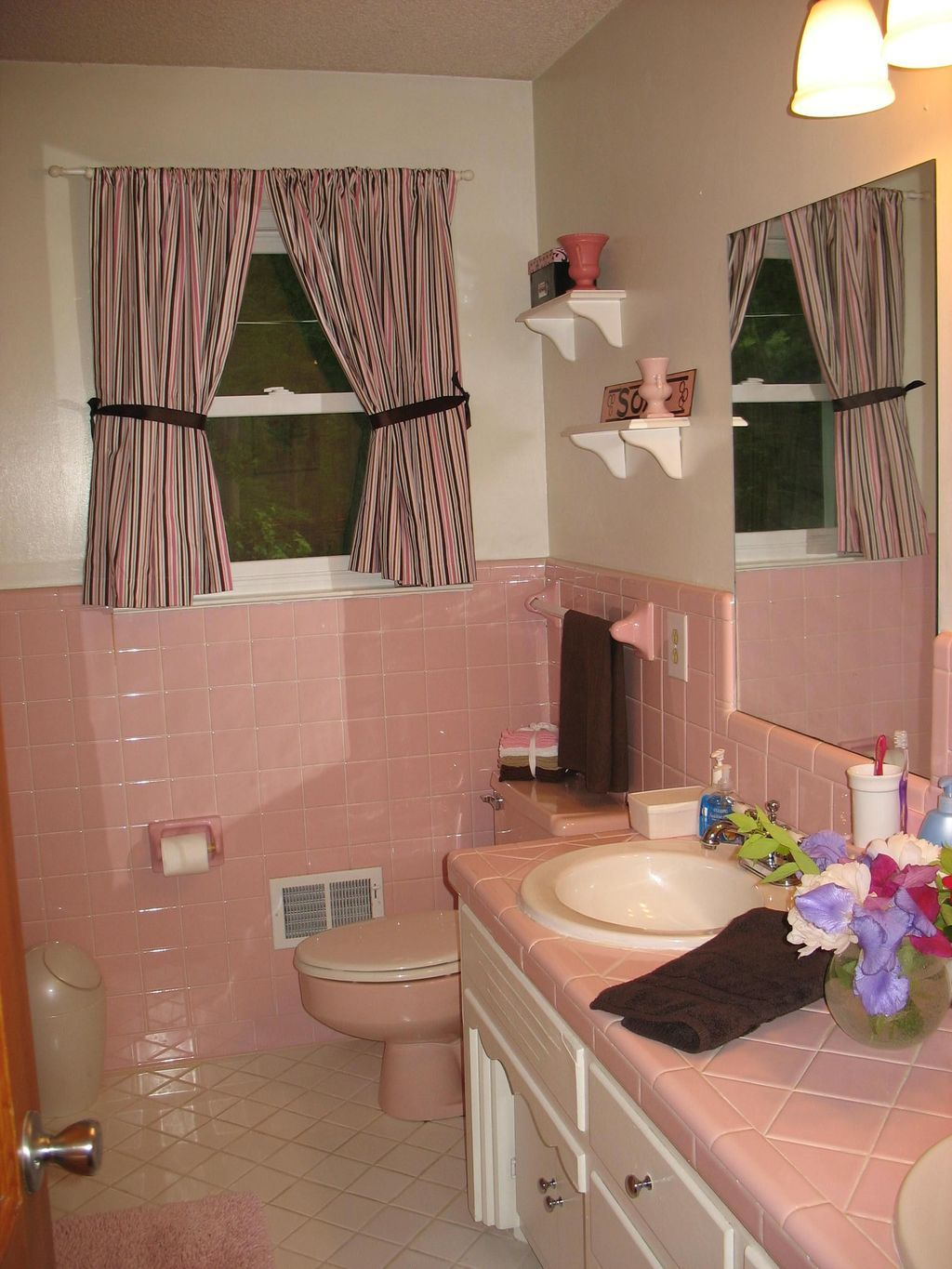 44 Perfect Pink Brown Color Combination For Your Bathroom Design