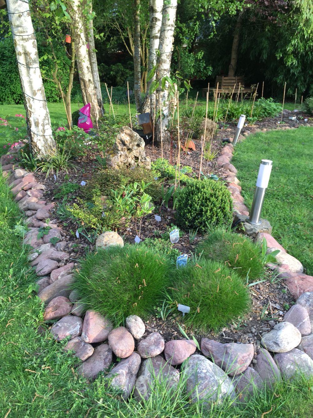 bordure en pierre silence a pousse dans mon jardin. Black Bedroom Furniture Sets. Home Design Ideas