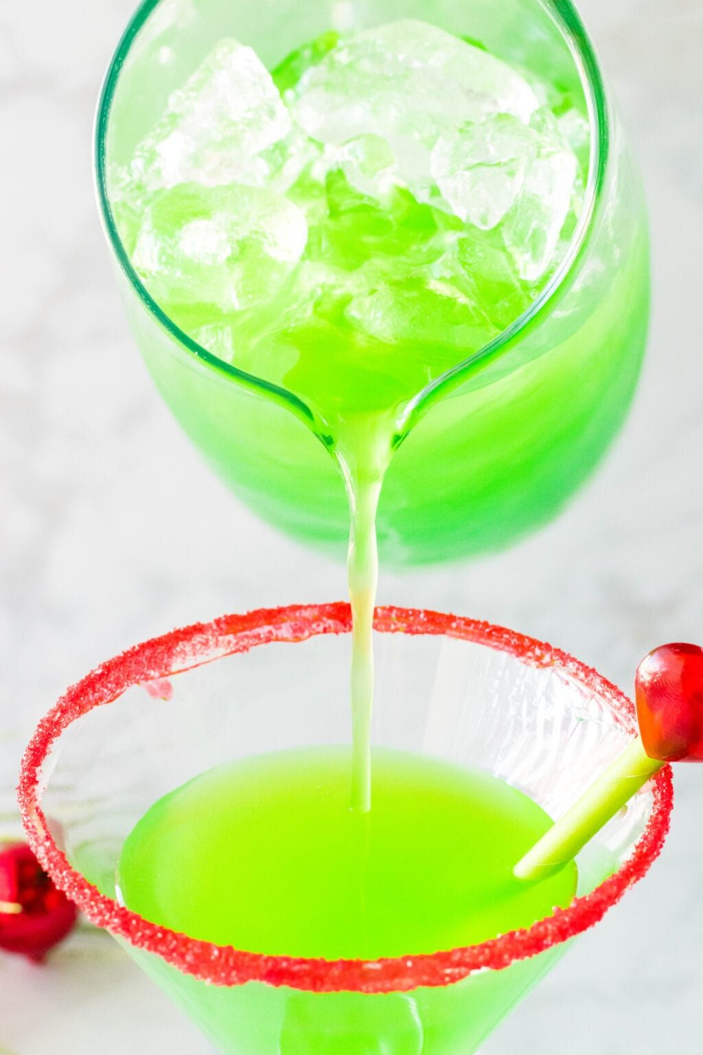 The Grinch Cocktail Recipe (With Video)| Simplistically Living #grinchpunchrecipe