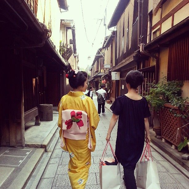 maiko Satsuki and geiko Kyouka in casual clothes by @Yen Chyi on Instagram