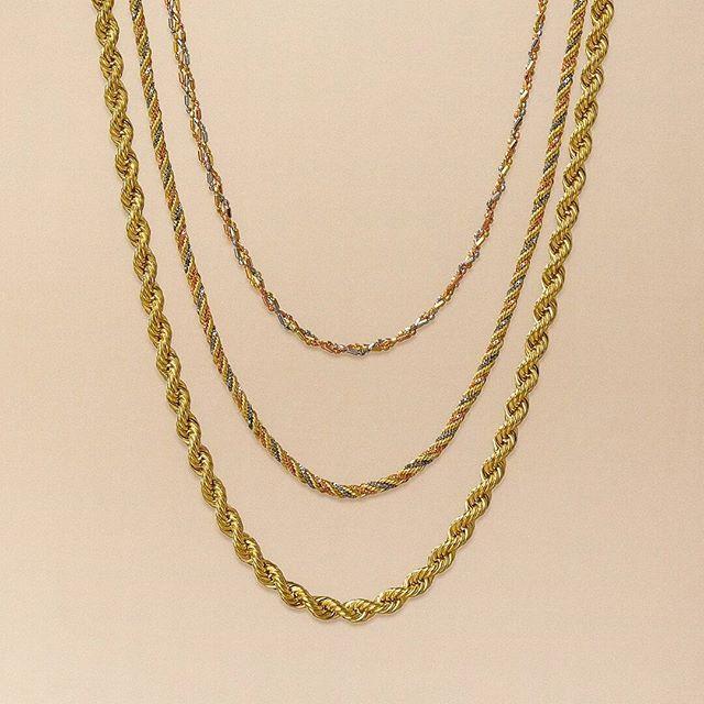 828e3dd8e4b99 Mix de correntes Joias Vip para combinar com todos os estilos.  joiasvip   10anosjoiasvip  joias  ouro  correntes  instajoias  acessórios