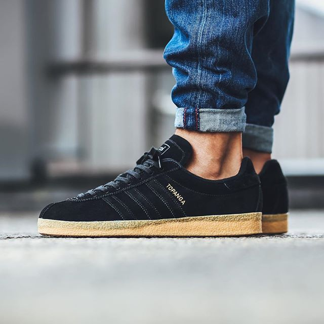 Adidas Originals Topanga: Core Black/Gum