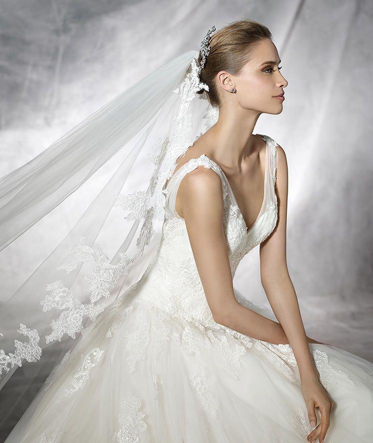 TIARE - Brautkleid mit V-Ausschnitt im Prinzessin-Stil | Pronovias ...