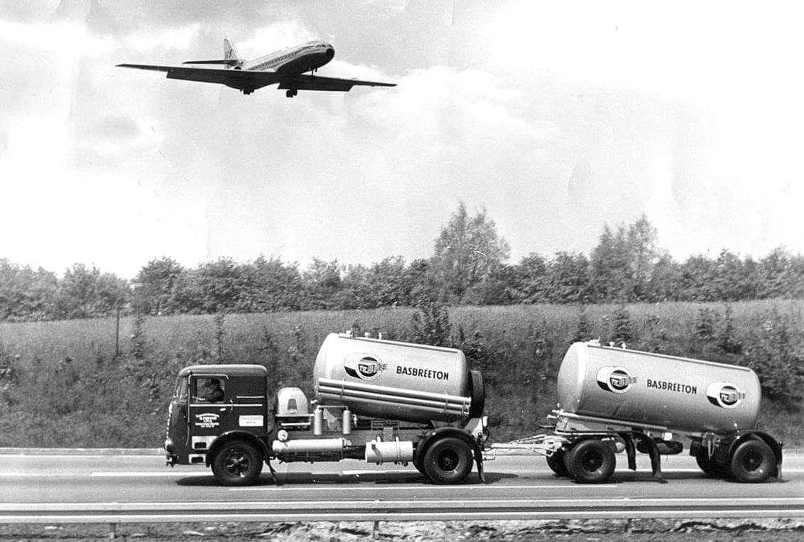Pin van Marian Bergwerff op trucks met vliegtuig Vliegtuig