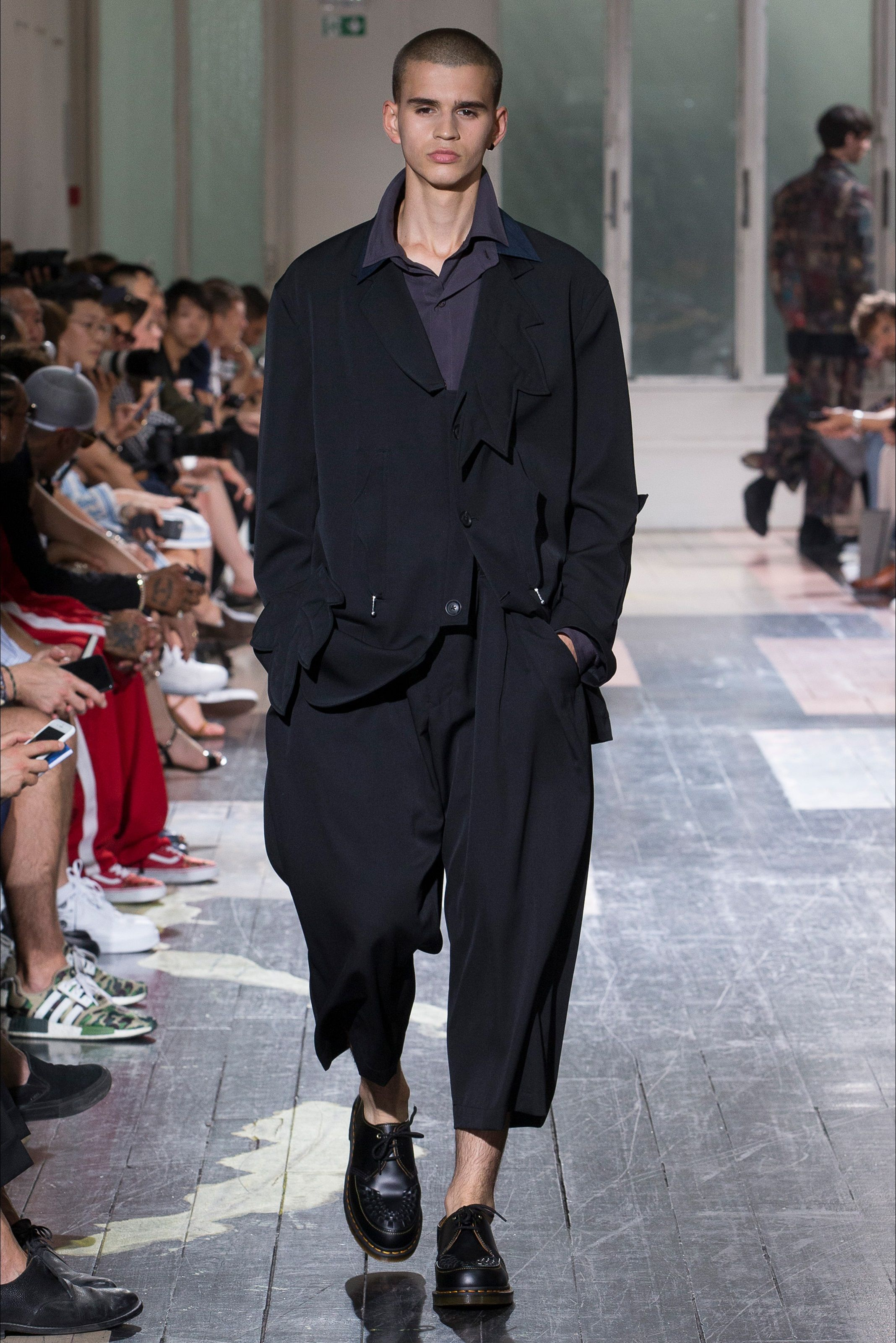 buy popular f8ec4 89874 Sfilata Moda Uomo Yohji Yamamoto Parigi - Primavera Estate ...