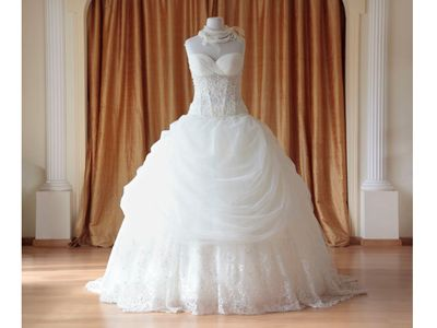 What a nice dress :D