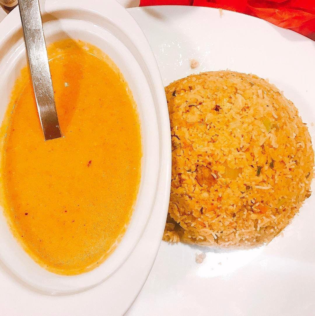 Le secret d'un bon repas mystère c'est aussi une équipe de choc en cuisine.  #dînermystère716 #716lavie #varisa #restauranttamoul #restaurantsrilankais #chateaurouge #paris18 #bonplanresto #restaurantparis #restaurantindien