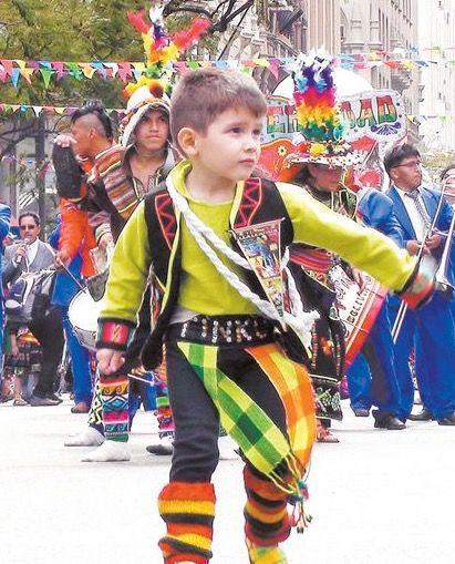 Niño Boliviano con traje típico