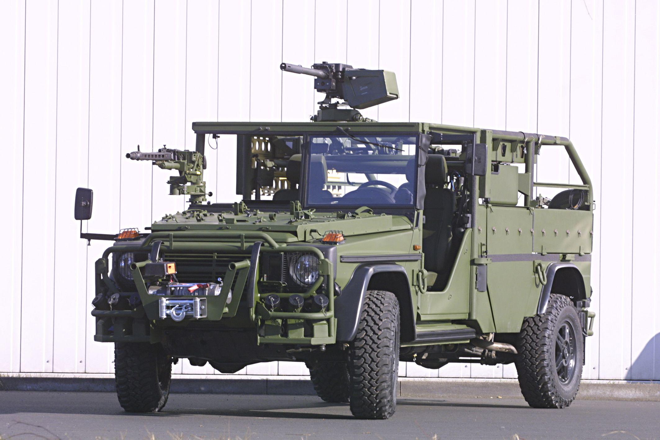 Rheinmetall defense vehicle based on mercedes g wagen for Mercedes benz military vehicles