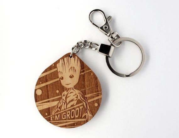 Schlusselanhanger Aus Holz I M Groot Guardians Of The Galaxy Marvel Schlusselanhanger Personalisiert Geburtstag Geschenk In 2020 Groot Keychain Personalized Items