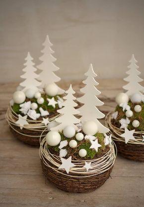 Vánoční aranžmá s rostlým mechem Vánoční výzdoba Pinterest