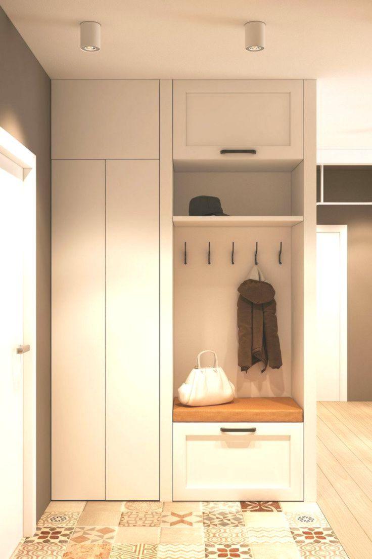 Schiebeturen Und Originelles Design Verandern Das Familienapartment In Moskau Entrance Furniture Entry Closet Bedroom Closet Storage