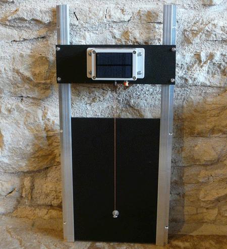 Porte guillotine automatique pour poulailler clapier - Porte automatique poulailler solaire ...