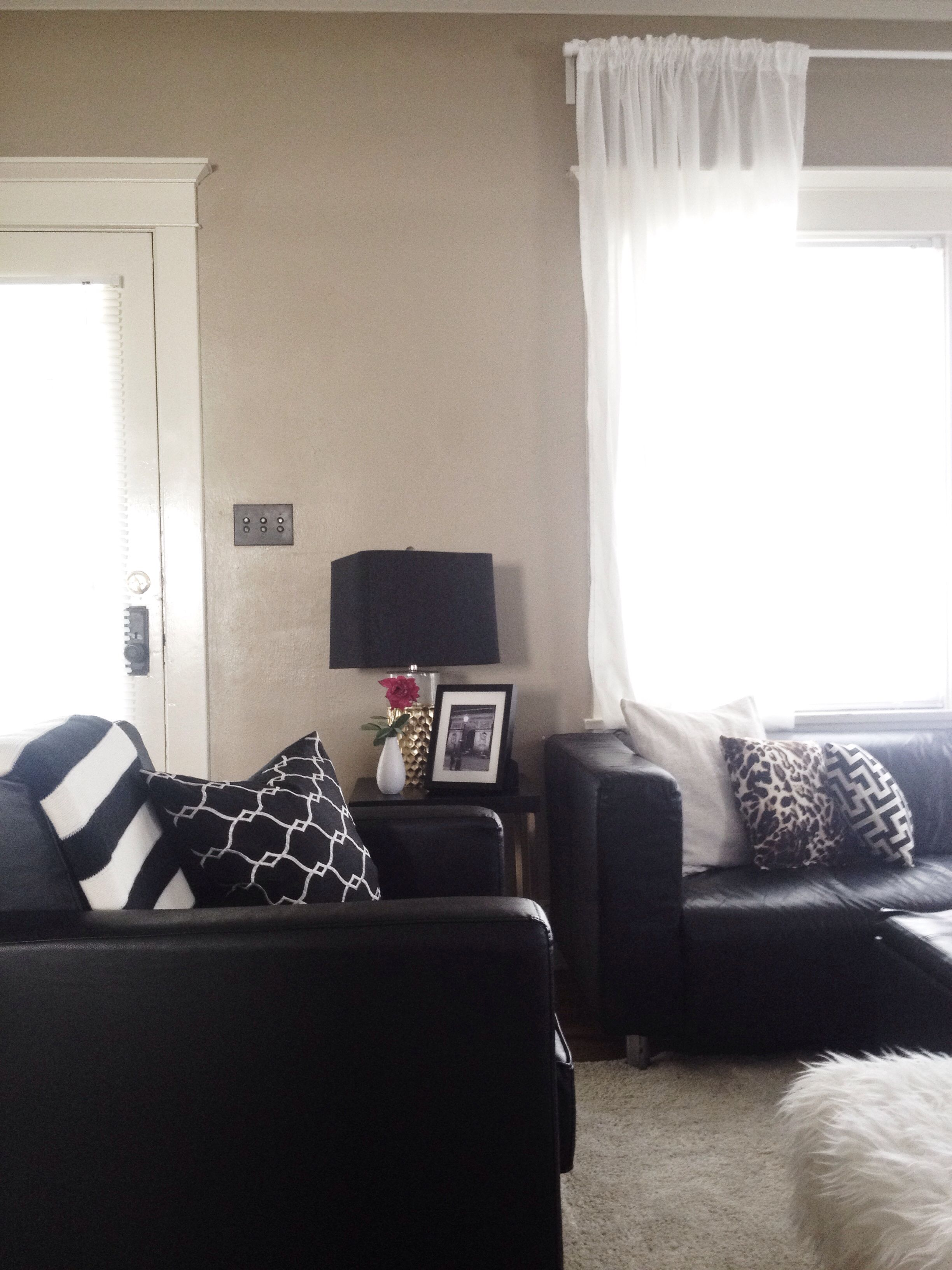 Black white and gold living room   Gold living room decor ...