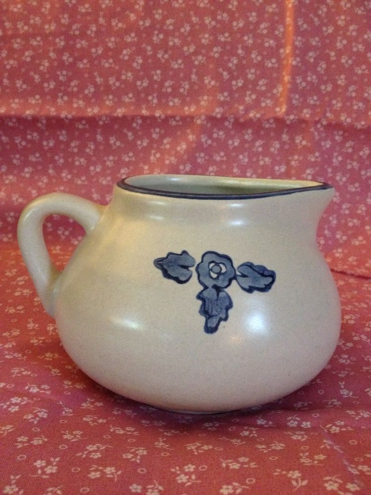 PFALTZGRAFF YORKTOWNE Gravy Sauce Boat Pitcher Gray w/ Blue Flowers Floral 414Y #Pfaltzgraff #Yorktowne #GravyBoat #SauceBoat #GravyPitcher #SaucePitcher