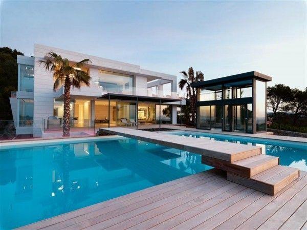 Maison contemporaine de luxe qui change de couleur Exterior
