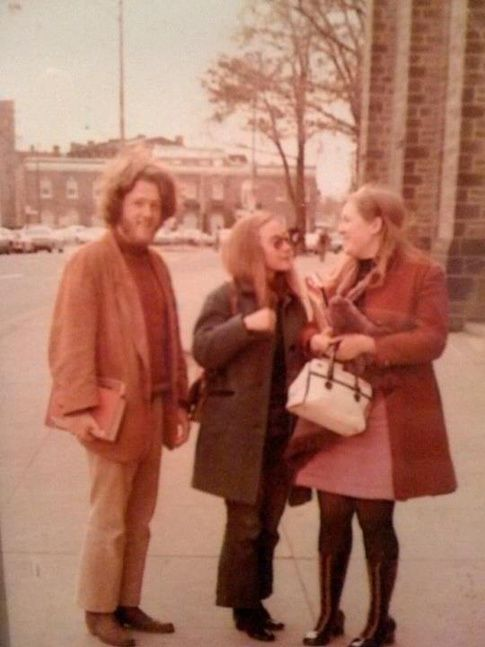where and how was the bill and hillary clinton 1970s hippie photo
