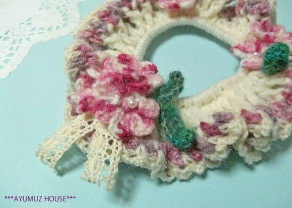 たくさんの中からご覧いただきまして、どうもありがとうございます。 こちらはかぎ針編みのシュシュになります。ホワイトのアクリル×ウール糸でシュシュを...|ハンドメイド、手作り、手仕事品の通販・販売・購入ならCreema。