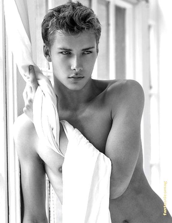 Models gay Tom Daley: