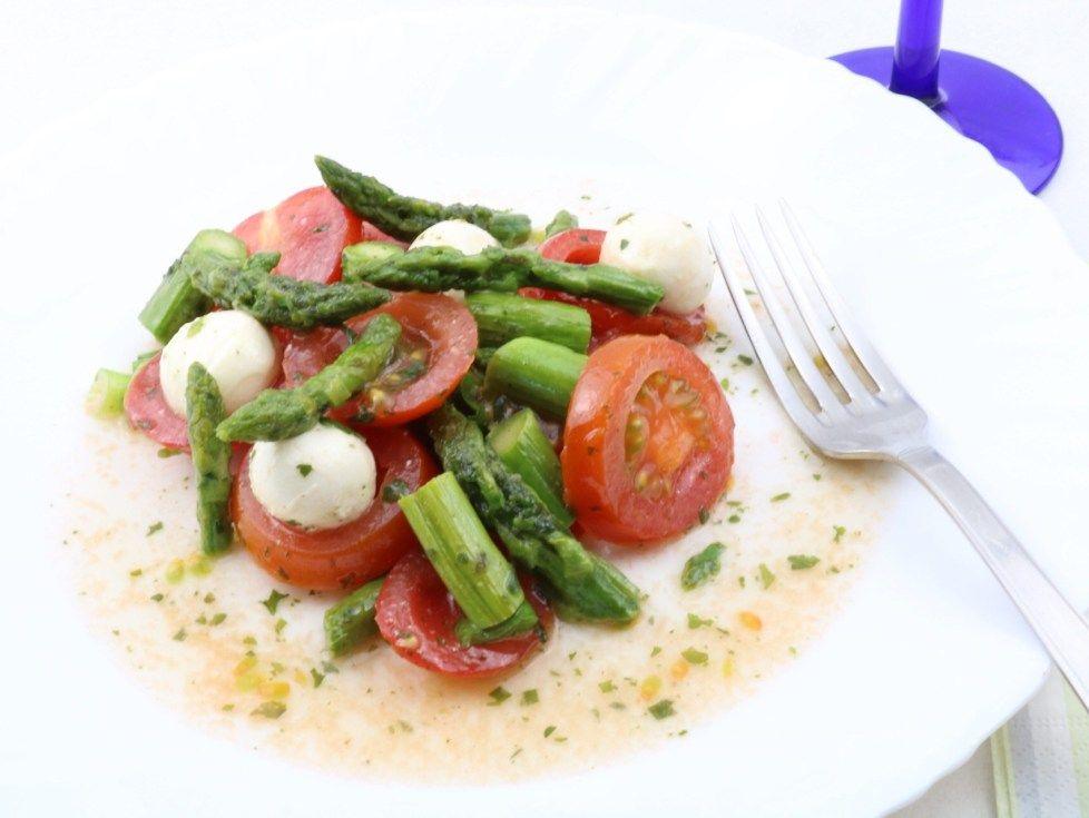Grüner Spargel Salat mit Tomaten und Mozzarella - Zu Faul Zum Kochen ?