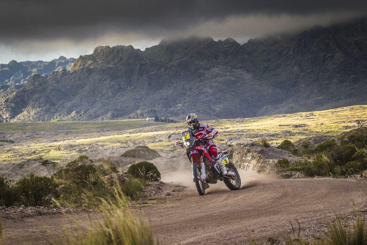 Antofagasta (CHI) – Em ritmo puxado, o Dakar 2015 percorreu nesta quinta-feira (8) o trajeto entre as cidades chilenas de Copiapó e Antofagasta, com 632 quilômetros, sendo 458 de trechos cronometra...