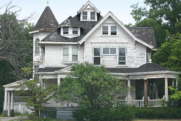 Save This Old House Ohio Queen Anne For Free Abandoned Houses Old Houses Old Abandoned Houses