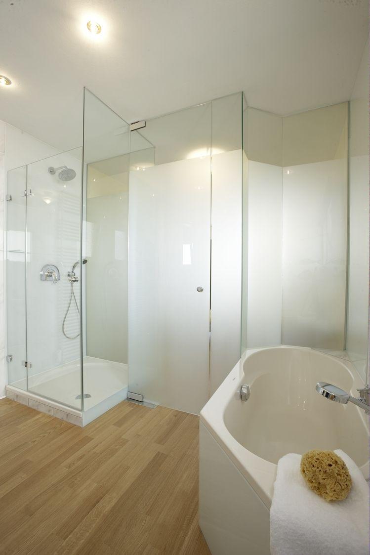 Personliche Akzente Durch Unsere Individuellen Glaser Und Dekore Glas Ganzglas Raumtrenner Badezimmer Inte Glasduschen Badezimmer Inspiration Badezimmer