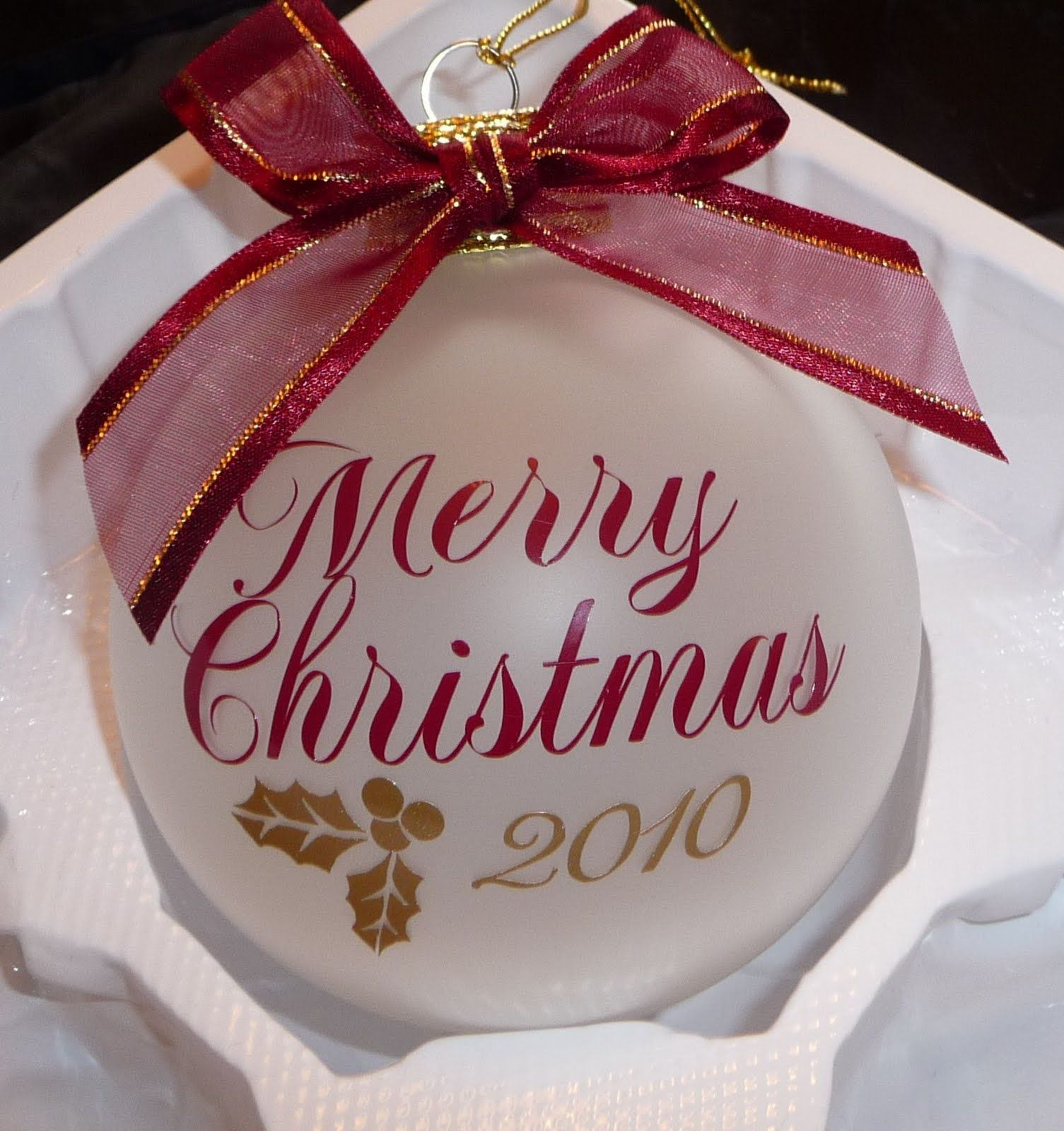 Cher's Signs by Design: Personalized Ornaments   Vinyl christmas ornaments, Handmade christmas ...
