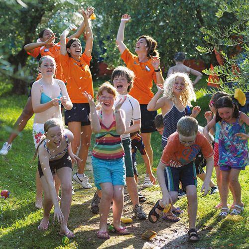 Unser ausgebildetes Personal kümmert sich während der Aktivitäten um Eure Kleinen - und sorgt gleichzeitig für eine Extraportion Spaß. http://www.canvasholidays.de/urlaubsideen/familienurlaub/familyextra