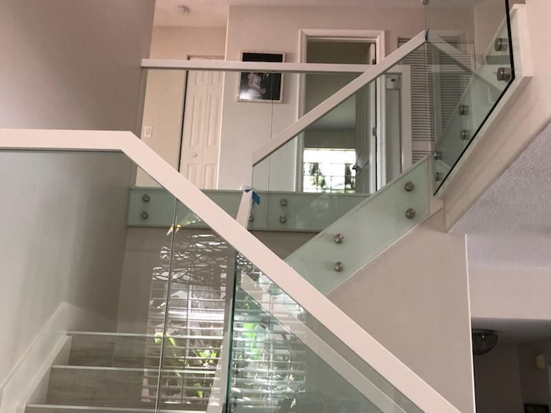 Best Glass Railing Secure By Round Chrome Standoffs And Maple 400 x 300
