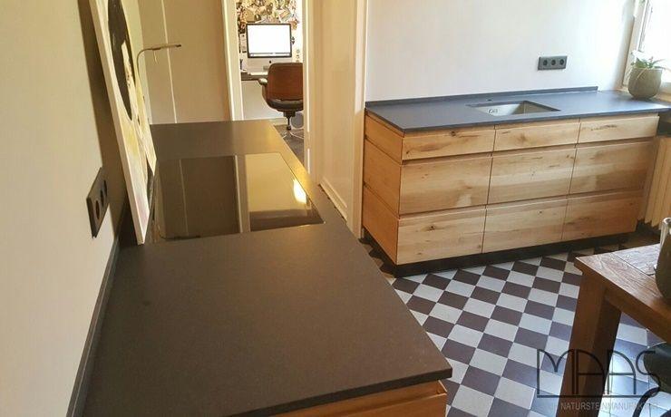 Eine moderne, aber bodenständige und schlichte Küche in Duisburg - arbeitsplatten granit küche