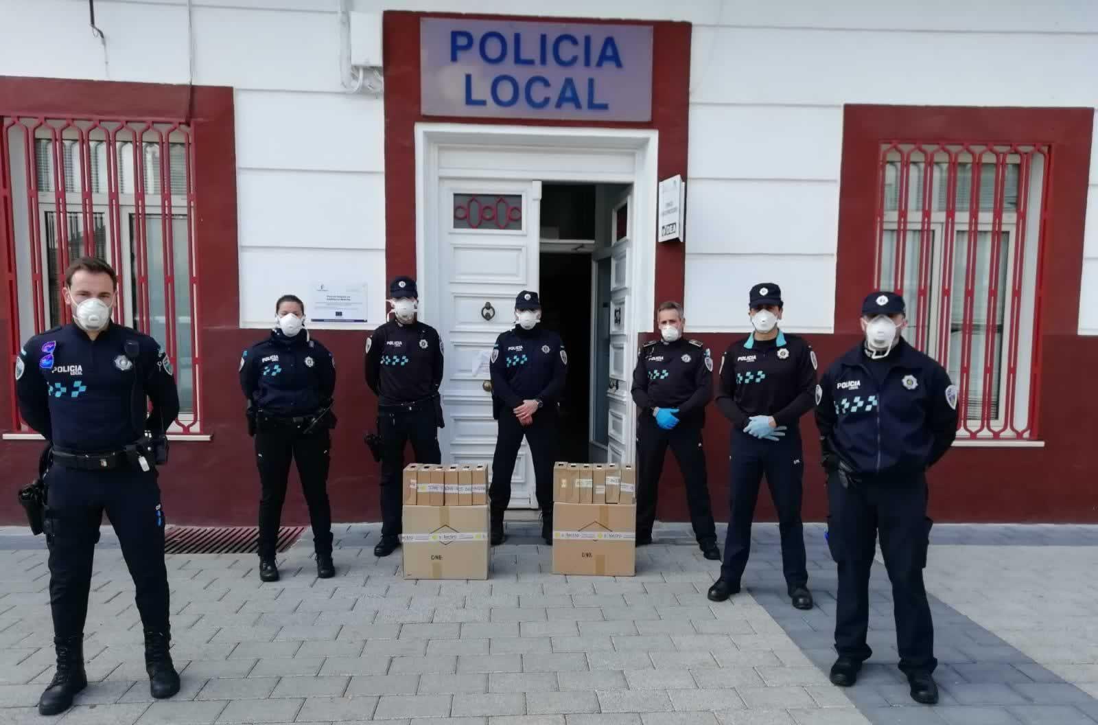 La Policía Local De Tomelloso Dona Material Para La Fabricación De Pantallas De Protección En 3d Policía Local Policía Protecciones