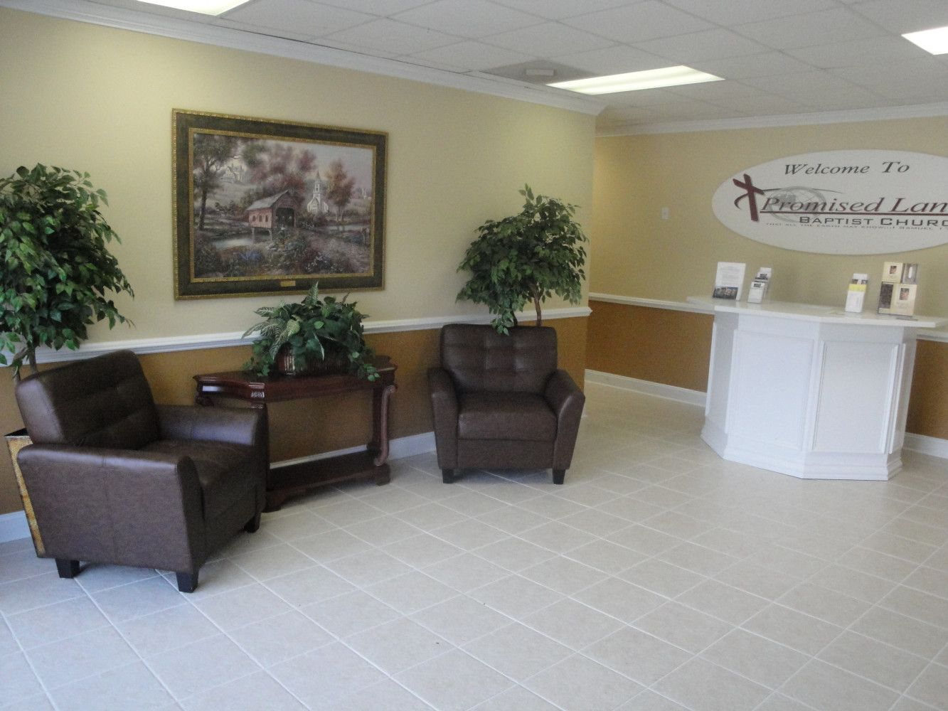 Nice Clean Welcome Center And Foyer!!! Good For A Small