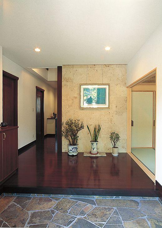 玄関正面は お気に入りの絵を飾るスペース 和風の家の設計