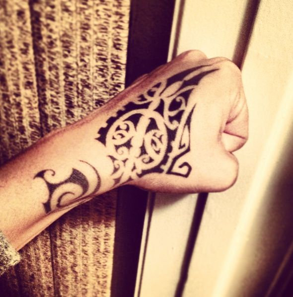 Maori Tattoo Polynesian Tattoo Tattoos Maori Y Hand Tattoos