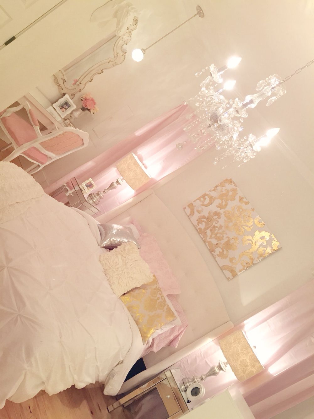White And Pale Pink Bedroom Silver And Gold Vanity Mirrored Table