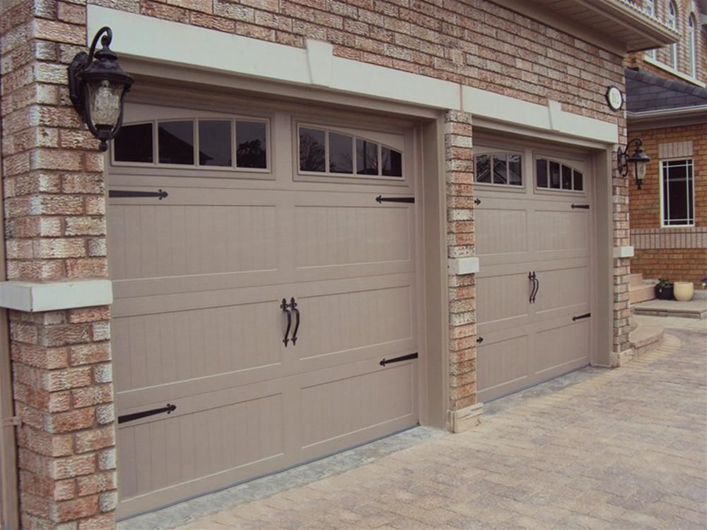 Charmant @C.H.I. Overhead Doors Model 5916 Steel Carriage House Style Garage Doors  In Sandstone With Arch Madison Glass U0026 Barcelona Decorative Hardware