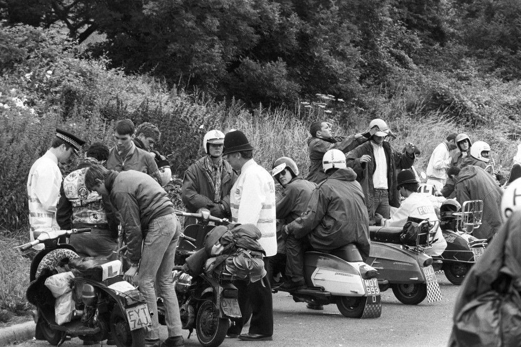 Mods In A Cage And Police On The A23 To Brighton The 1981 Lambretta Rally Flashbak Lambretta Brighton Mod Scooter