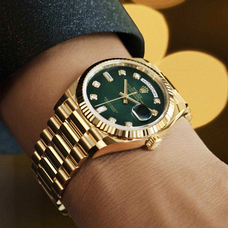 م ة الساعات الفخمة ساعة رولكس داي ديت ٣٦ من الذهب الأصفر علبة بقطر ٣٦ مم مينا بلون أخضر م ضل ل مرص ع بالألماس سو Rolex Day Date Gold Watch London Jewelers