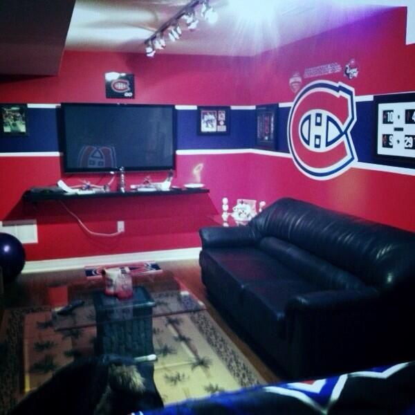 Man Cave Bedroom: Twitter Fan @1983JoeyB Is Getting The Mancave Ready For The Season. #IsItOctoberYet