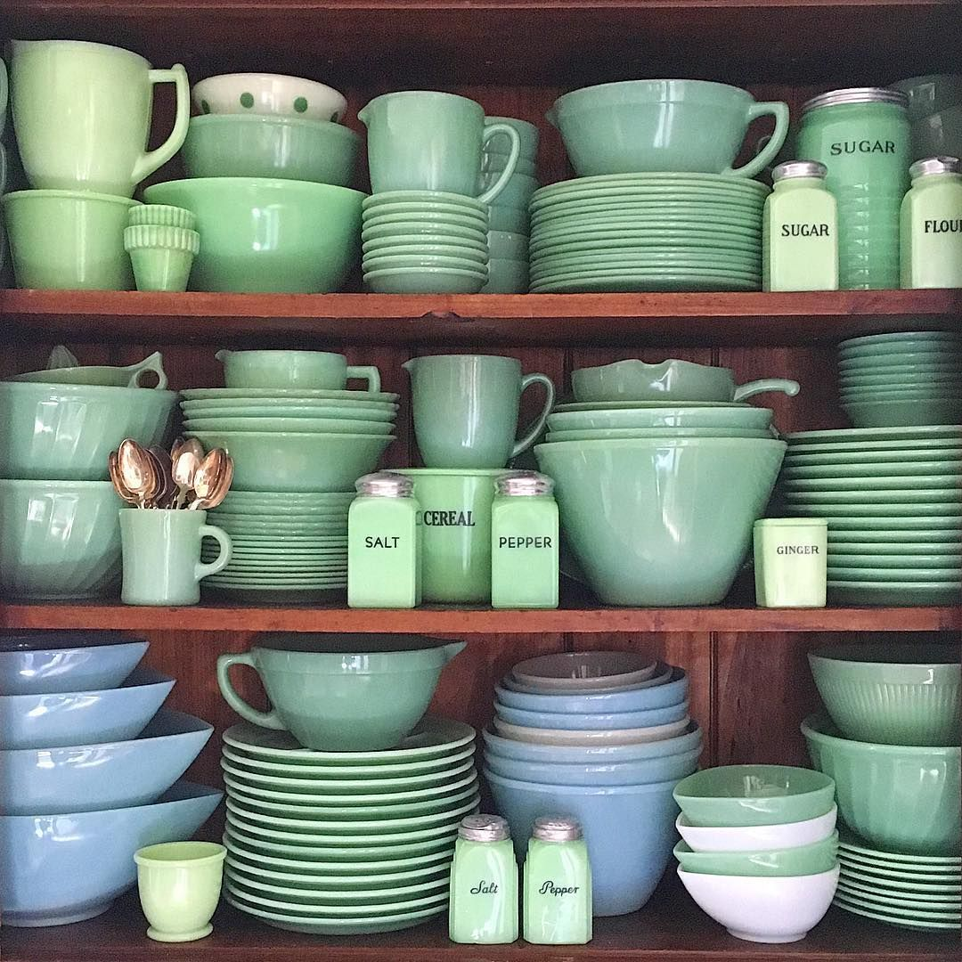Display idea Jadeite Love in Pinterest Vintage kitchen