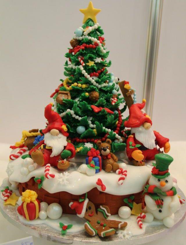 15 Amazing Christmas Cakes In 2019 Christmas Cakes Christmas