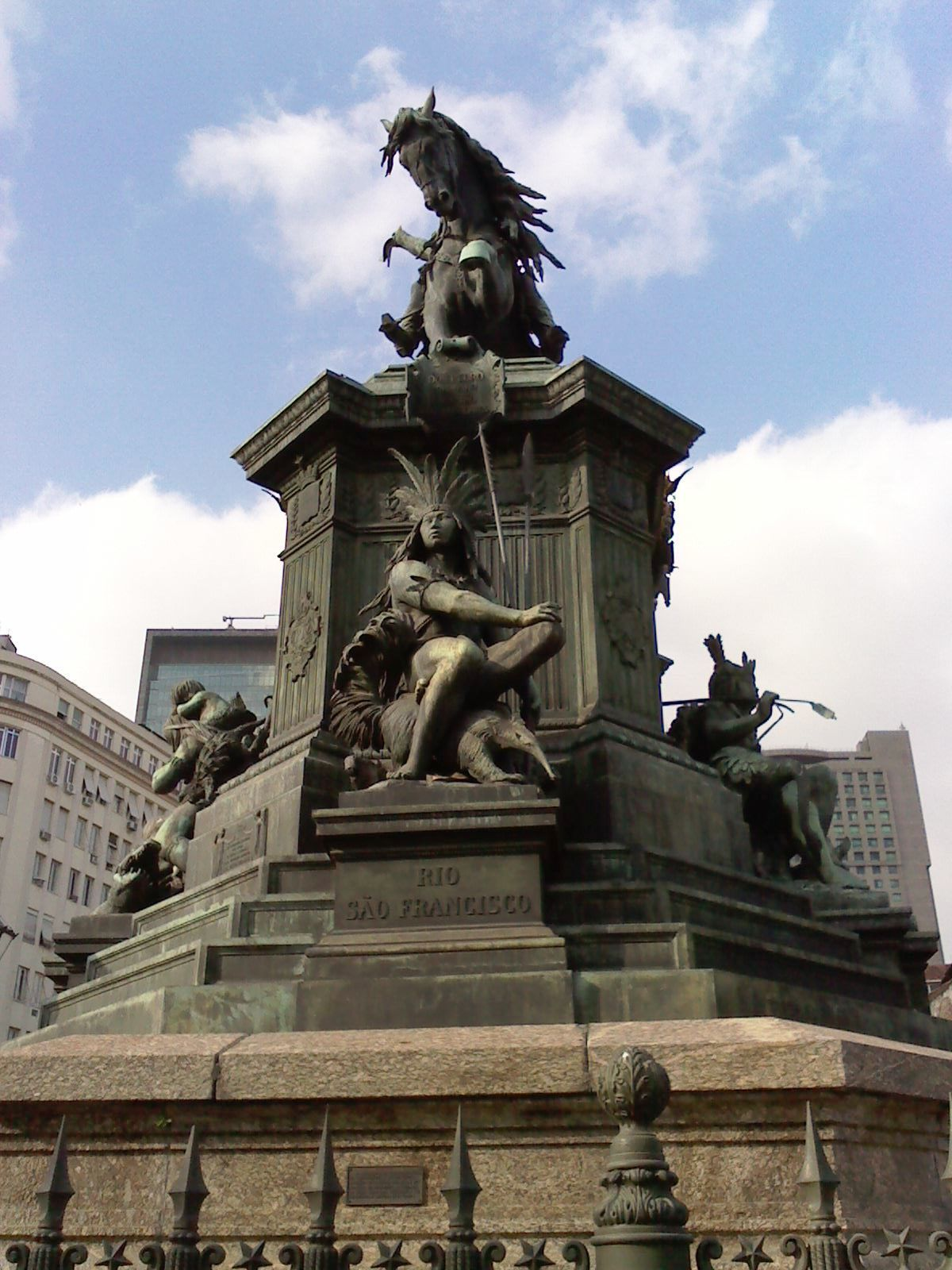 Monumento na Praça Tiradentes, Rio