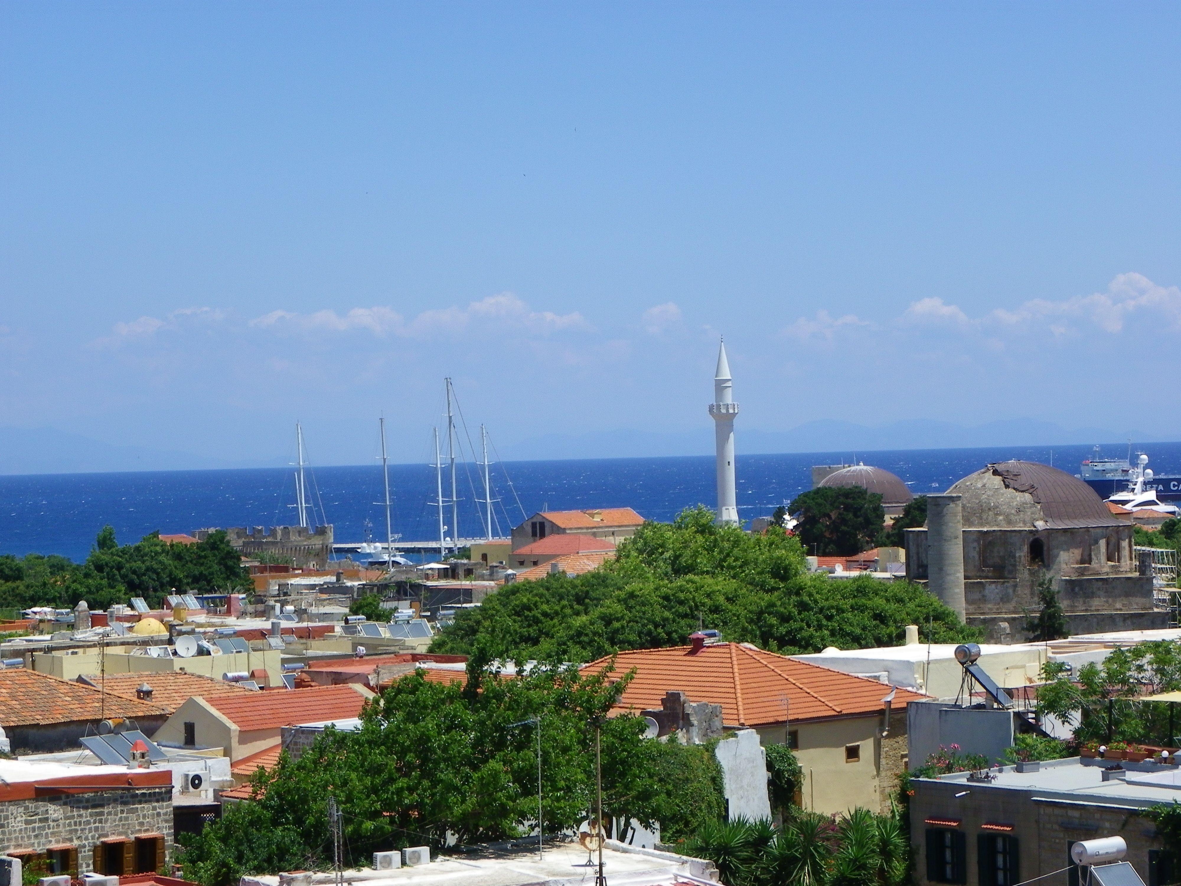 la vieille ville et la mer vues du chemin de ronde