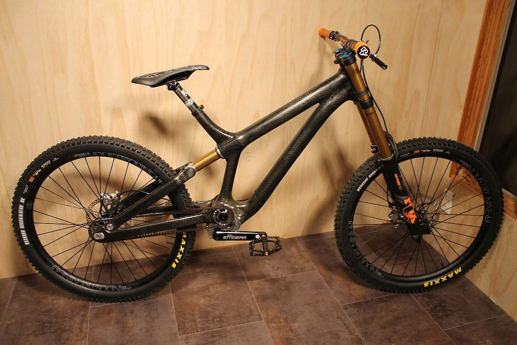 The Insolent Dh Bike Uses A Fox 40 Stanchion Tube As A Shock Pinkbike Downhill Bike Freeride Bikes Bmx Bicycle