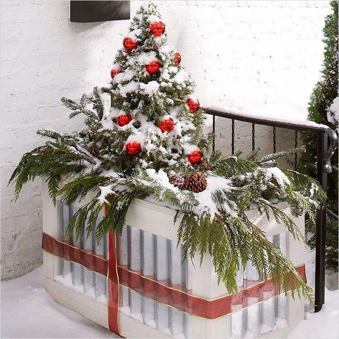 42 beautiful christmas outdoor pot decorations ideas 86 christmas planter ideas 5