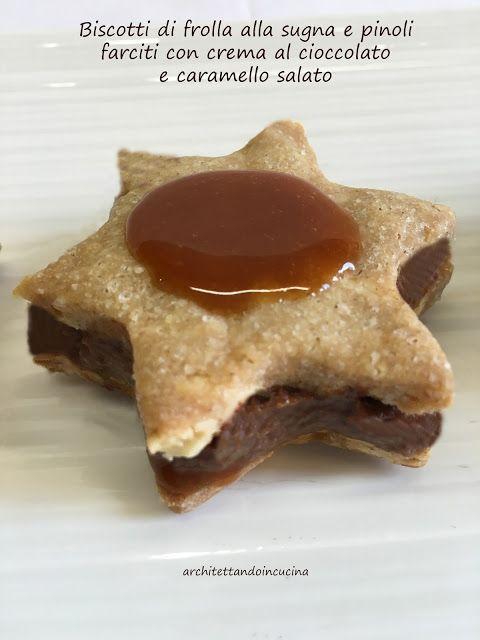 Biscotti di frolla lla sugna e pinoli farciti con crema al cioccolato e caramello salato di Sabrina