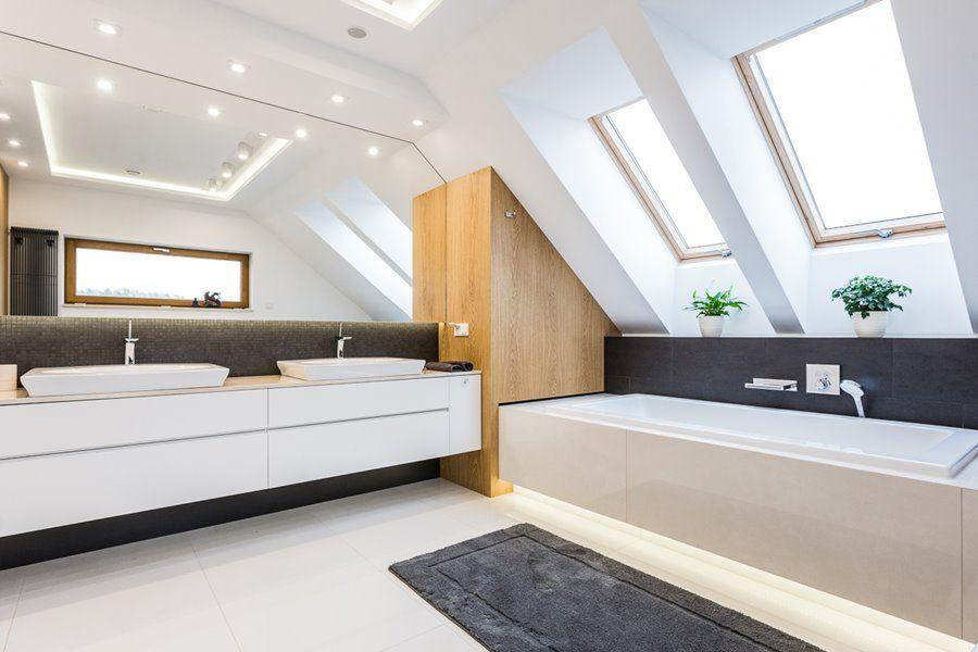 łazienka Z Wanną I Prysznicem Poddasze Architektura